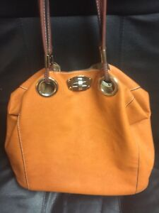 B.lush purse