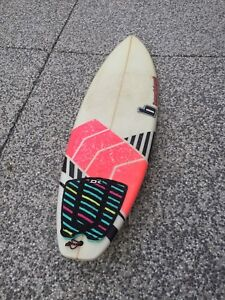 BEACHBEAT SURFBOARD 5'8""