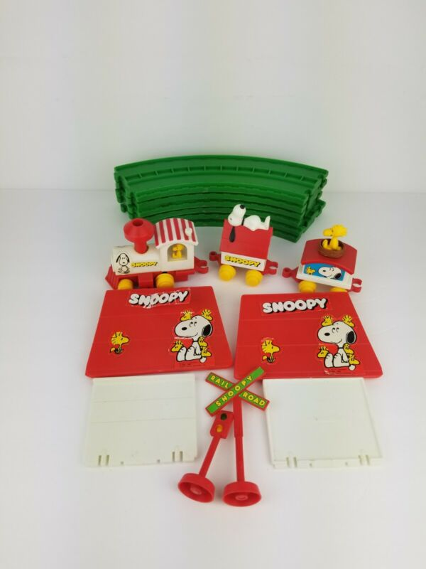 Vintage Peanuts Characters Snoopy Wind Up Train Set 1972 FREE SHIPPING!