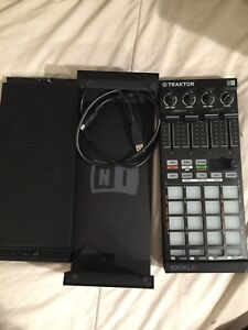 Native Instruments F1 DJ Controller, with case