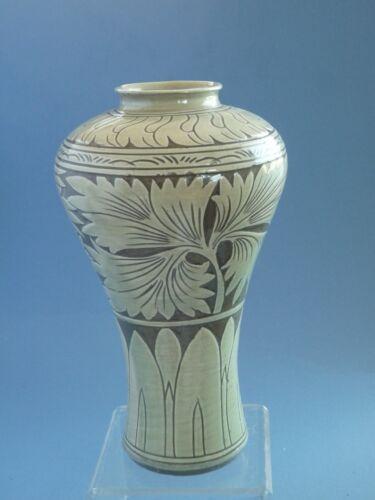 Korean Koryo Dynasty 14th century  vase