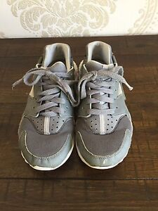 Kids Grey Nike Huaraches size US4 Two Rocks Wanneroo Area Preview