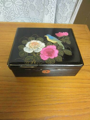 VINTAGE~BLACK LACQUER TRINKET/JEWELRY BOX~HAND PAINTED~BIRD & FLORAL~JAPAN