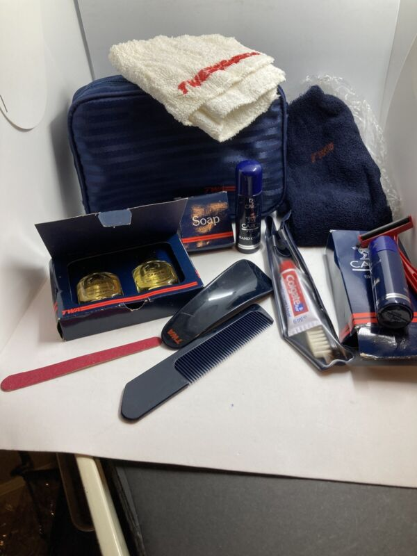 VINTAGE TWA 1st CLASS AMENITY TOILETRY TRAVEL BAG KIT WITH ACCESSORIES - NEW