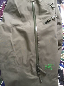 Arc'teryx men's Gore-Tex sabre pant in size small