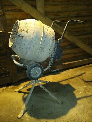 240V Electric Cement Mixer with small hole see photos otherwise good working or