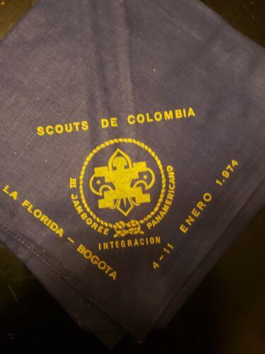 1974 Boy Scouts Scouts de Colombia Neckerchief w/ 2 collector patches