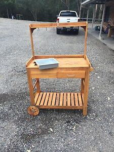 Timber gardening trolley, like new Mount Hunter Wollondilly Area Preview