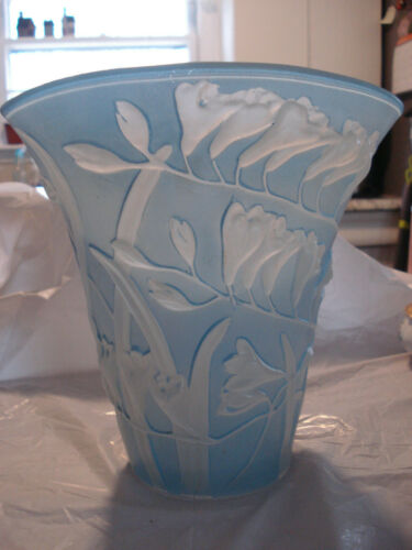 Phoenix Consolidated Vintage FREESIA Flower Fan Vase Sculpted Glass