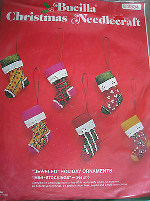 Christmas Holiday Bucilla Felt Applique TREE ORNAMENT KIT,MINI STOCKINGS,2334