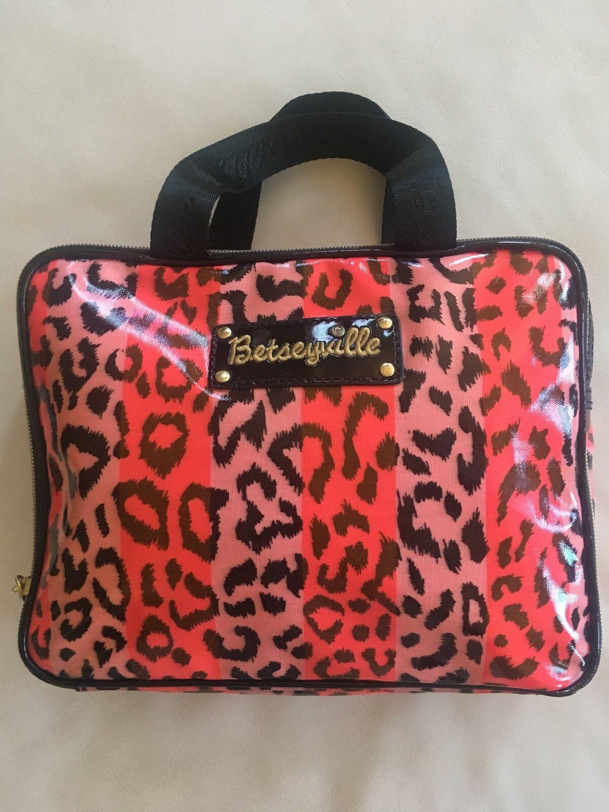 NEW Betsey Johnson Weekender Cosmetic Makeup Travel Bag Trai