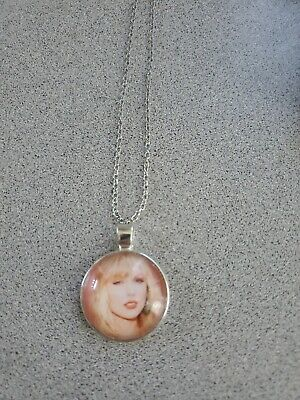 TAYLOR SWIFT UNISEX SILVER PENDANT NECKLACE ADULT / KID NEW ORGANZA BAG