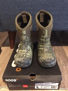 Boys Size 7 Bogs Winter Boots