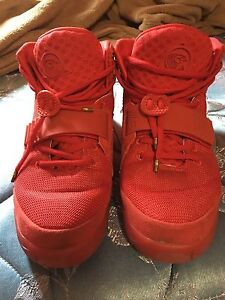 Yeezy Red October size 8