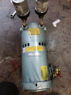 Gast 1022 Rotary Vane Vacuum Pump 34 Hp 208-220440v 17251425 Rpm 3 Phase