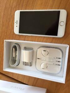 iPhone 6 avec chargeur et écouteurs