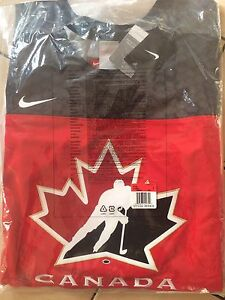 Brand New Team Canada Jersey- men's large