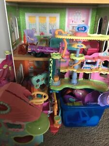 Little pet shop/ Barbie dolls and house