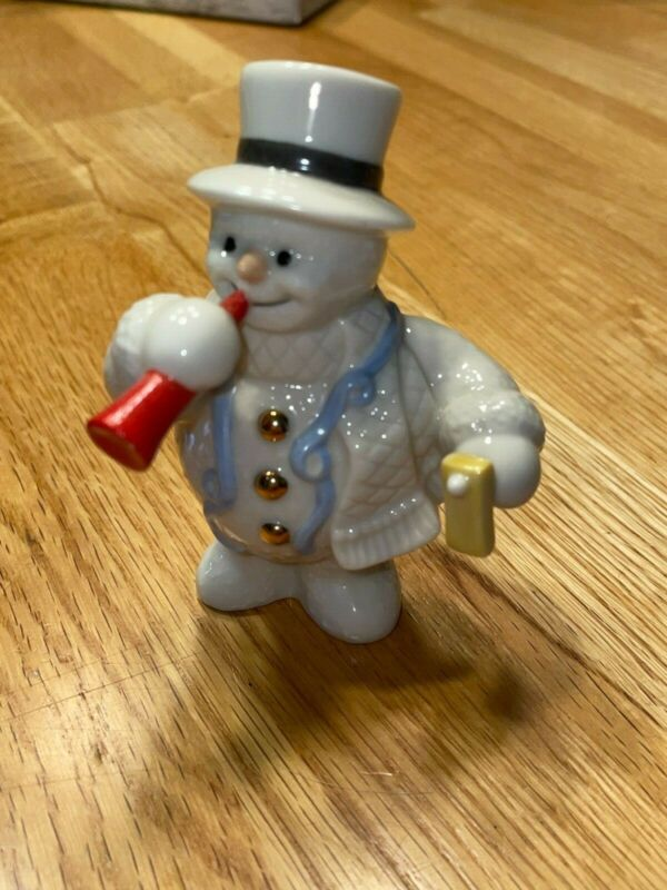 PRE OWNED: 2000 Lenox 12 months of snowman series Figurine: January New Years