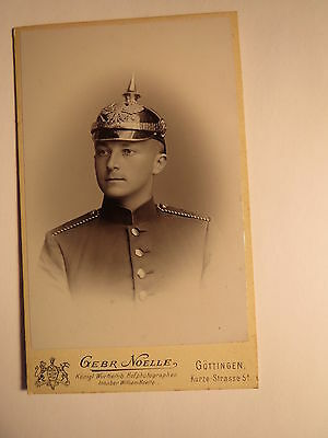 Göttingen - Soldat in Uniform mit Pickelhaube - Portrait - Regiment IR 82 / CDV