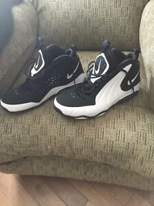 """New/Unworn Men's Nike """"Air Max"""" basketball shoes SIZE 12"""