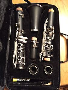 Academy b flat  clarinet with padded case