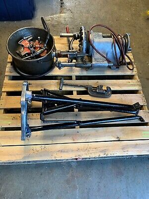 Ridged 300 Pipe Threader With 2 Die Heads Pipe Cutter And Oiler Bucket