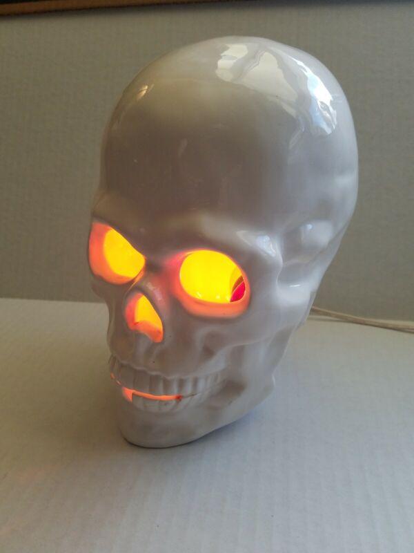 """1980 Vintage 10"""" Lighted Ceramic Halloween Skull Decor White D"""