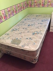 Kids bedroom set - 2 twin beds MOVING