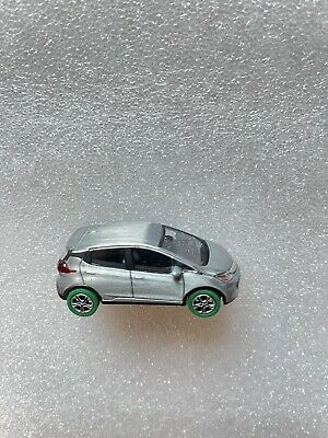 GREENLIGHT 2016 Chevrolet Bolt Dealership Set Diorama RAW zamac GREEN MACHINE