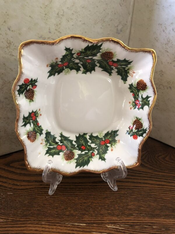 Queens Yuletide Holly Nut Dish Bon Bon Rosina Fine Bone China England Christmas