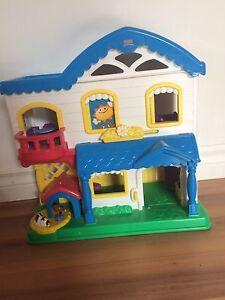 Petite maison en jouet pour enfant