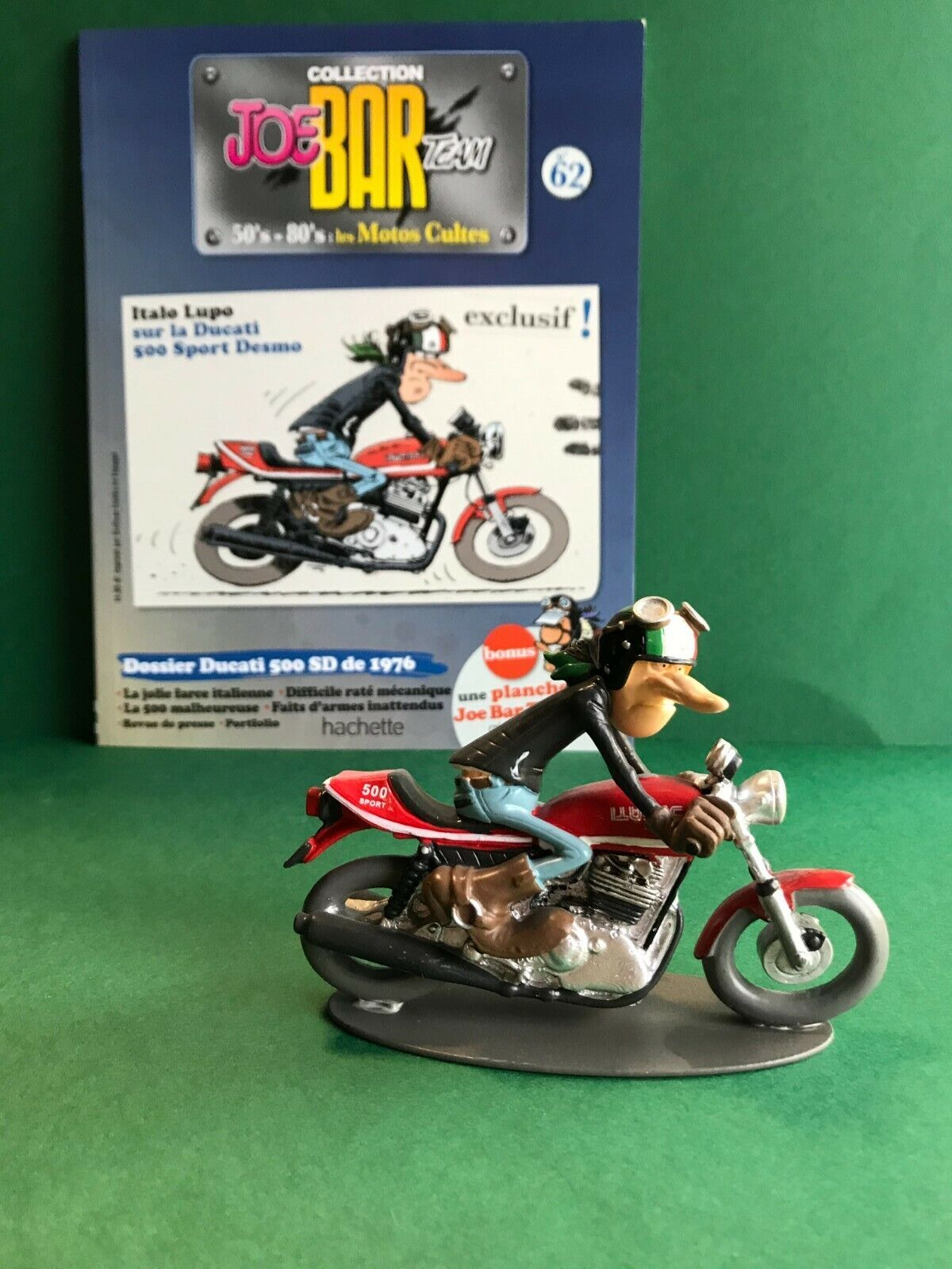 Figurine joe bar team & livret moto ducati 500 desmo
