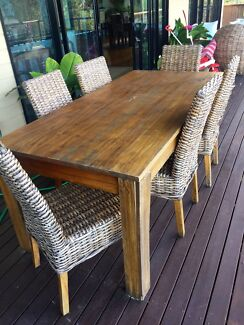 Table and lounge suite indoor/outdoor Worongary Gold Coast City Preview