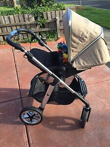 Silvercross Pioneer Pram + Carrycot Dallas Hume Area Preview