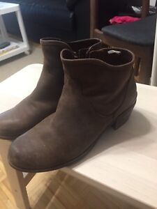 Ugg leather shoes