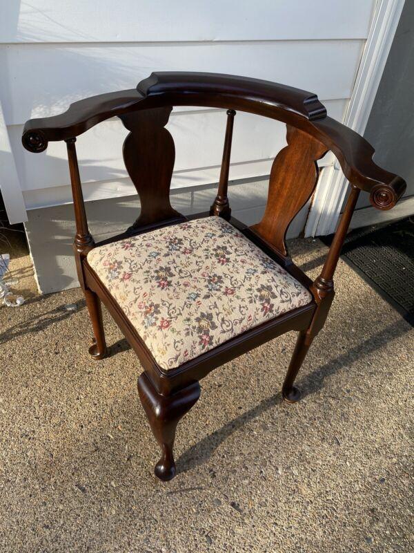 Beautiful Vtg Henkel Harris Virginia Galleries Mahogany Corner Accent Chair #501