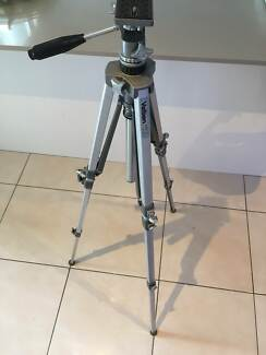 Velbon camera tripod