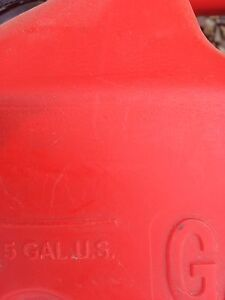 Gasoline fuel cans 6 us gallon and 5 us gallon