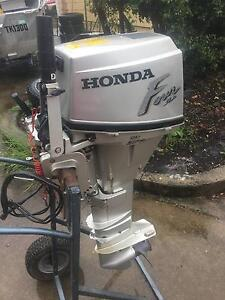 Honda 15hp Four Stroke Outboard + spare motor Airlie Beach Whitsundays Area Preview
