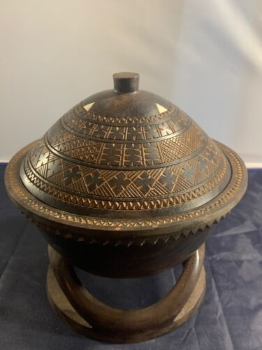 WONDERFUL WOOD CARVED ROUND DISPLAY BOWL W/ LID PURCHASED WHILE TRAVELING LOVELY
