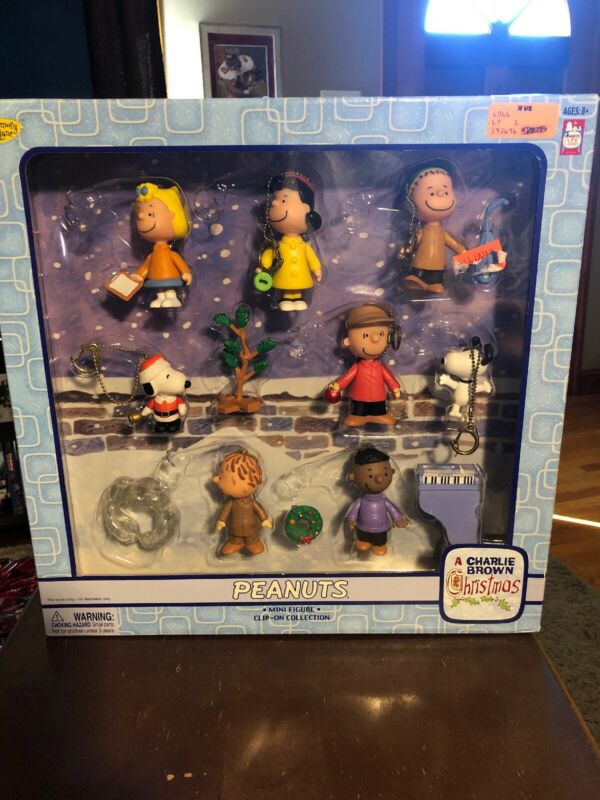 Peanuts Clip-on Keychain Charlie Brown Christmas Mini Figures 2004 13 Pcs