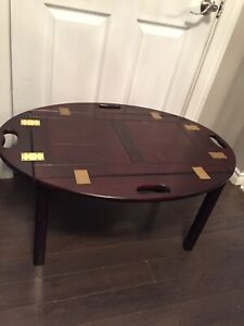 Coffee table with removable serving tray
