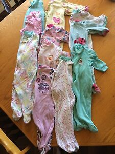 Pijama bb filles3-6 mois et robes