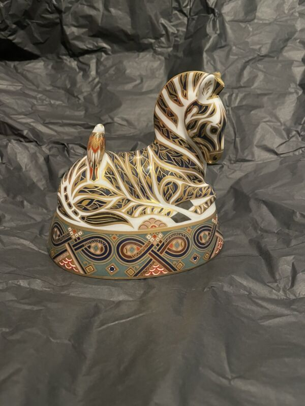 VINTAGE ENGLAND ROYAL CROWN DERBY ZEBRA- IMARI PAPERWEIGHT ANIMAL FIGURINE