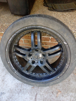 Commodore mag wheels with tyres