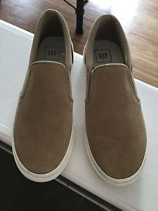 Brand new size 7 gap shoes