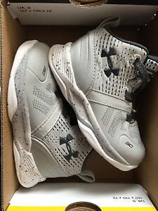 Size 4 Under Armour Stephen Curry Infant shoes