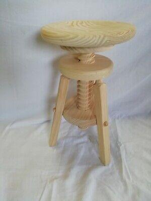TABURETE torno de madera. Rosca. De 50 a 65 cm. de altura