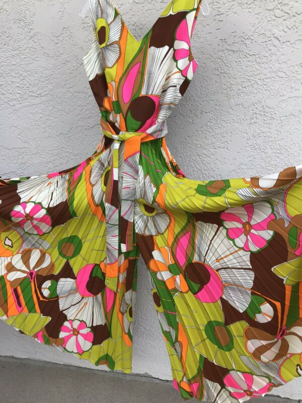 Vintage~Alice Polynesian~Size 6~Floral Jumpsuit~Psychedelic~Pleated~1960s 1970s